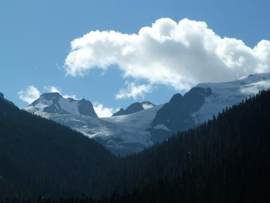 Pemberton, Canada: Look from the lower lake towards the glacier