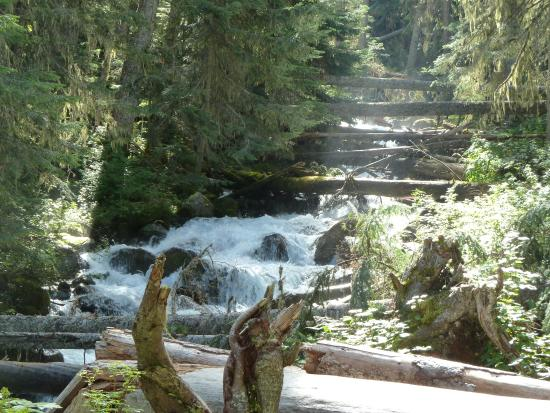 Pemberton, Canadá: Another river between the middle and the lower lakes