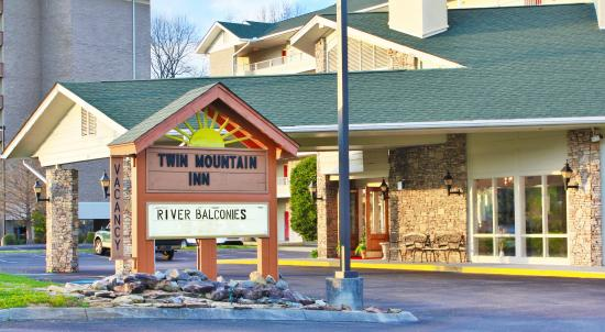 Twin Mountain Inn & Suites: Welcome to the Twin Mountain Inn and Suites on the River