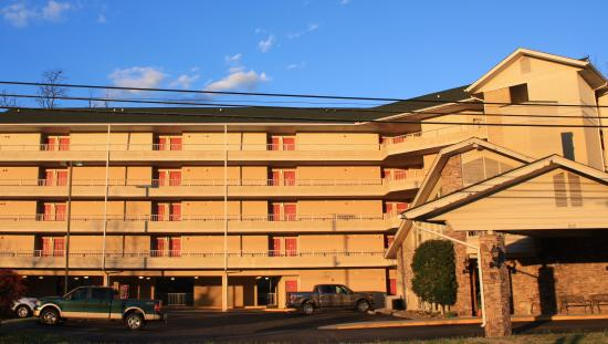 Twin Mountain Inn & Suites: Cozy rooms available here.