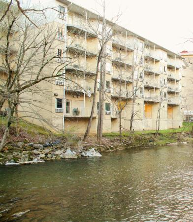 Twin Mountain Inn & Suites: Find us on the River.