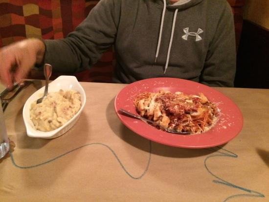 Crabby Joe's Tap & Grill: Something they called pasta