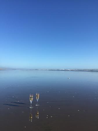 Titirangi, Новая Зеландия: Champagne on the beach