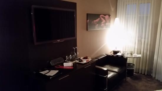 Der Fernseher Couch Und Ablagetisch Picture Of Maiers