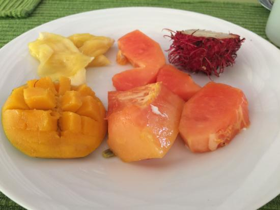 Sri Budhasa Ayurveda Resort: Wunderbare Früchte jeden Tag