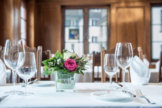 Zunfthaus zur Zimmerleuten: laid table