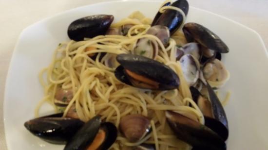 Ospedaletto Euganeo, Italia: Pasta di cozze e vongole sapore di mae