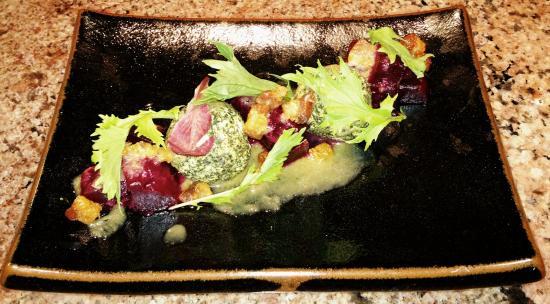 Roy's Waikiki Beach: Roasted Beet Salad