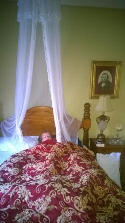 Deloraine, Australia: One of the king size beds