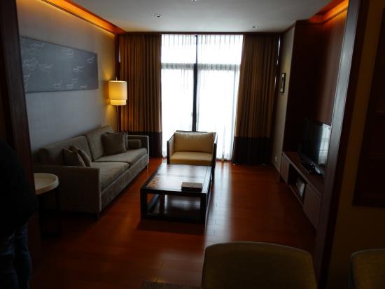 Aetas residence salon avec petit balcon
