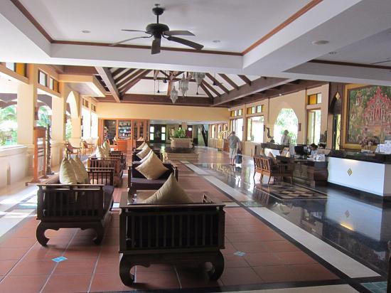 Avalon Beach Resort: лобби