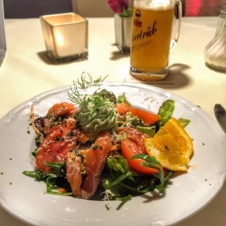 Parkhotel Emstaler Höhe: Salat mit gebeiztem Lachs