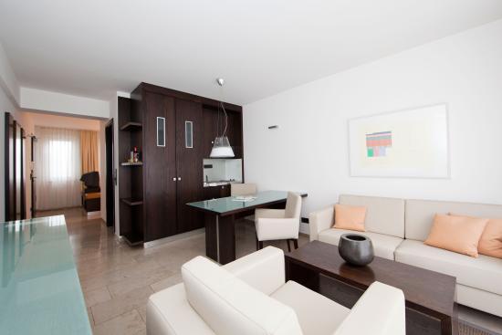 BURNS Apartments: Apartment