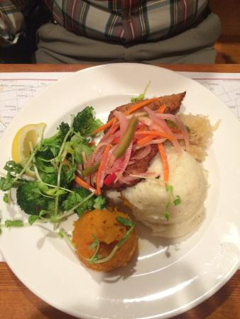 Stone Crock : Disappointing schnitzel and bland sides