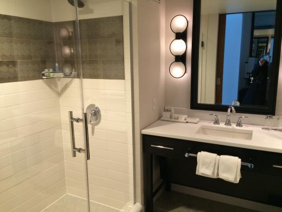 beautiful room and bathroom picture of loews chicago hotel rh tripadvisor com
