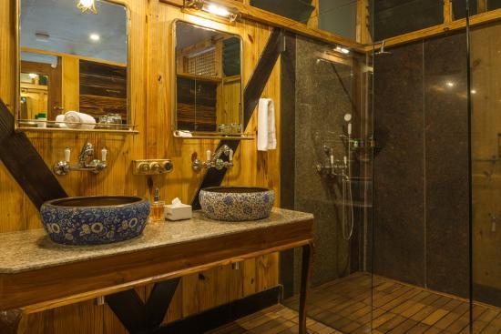 The Machan: Jungle   Bathroom Shower