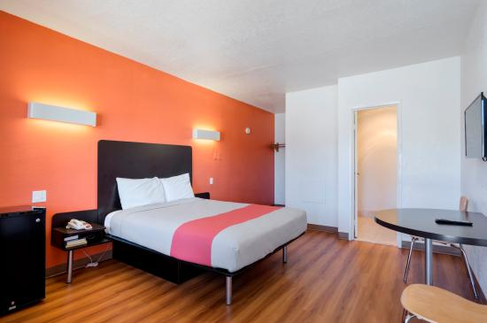 Motel 6 Santa Fe Plaza-Downtown: Guest Room