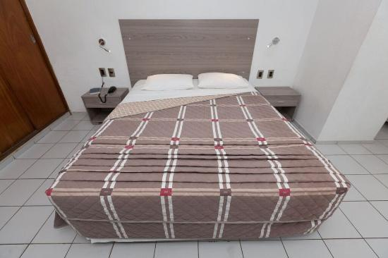 Hotel Praia Mar: Apartamento decorado e com piso frio, ar condicionado, telefone, frigobar, TV a cabo, cofre indi