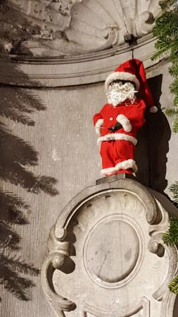 Carmelites Guesthouse: Mannekin Pis ready for Christmas!