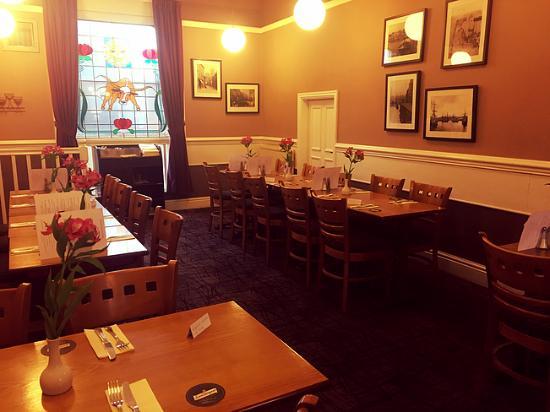 Bull and Sun Public House & Restaurant: Restaurant area