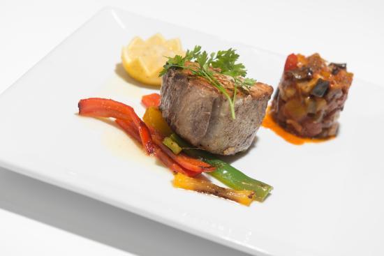 Trattoria Portofino : Red tuna steak