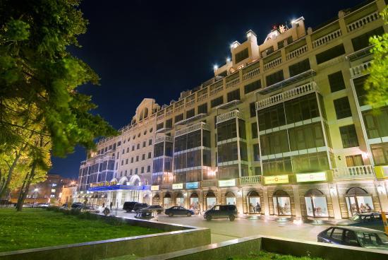 Hotel Petrovsky Passage: Вечерний сквер