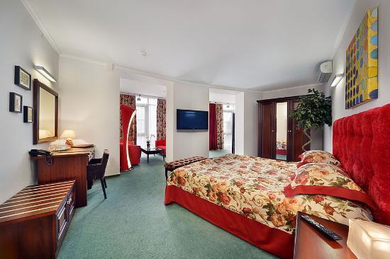 Hotel Petrovsky Passage: Люкс с видом на реку
