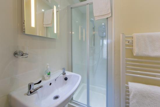 Sunnyside Guest House: Room 7's ensuite shower room