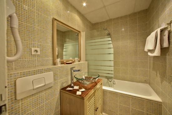 Hotel de Bordeaux: salle de bain chambre standard