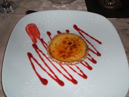 Beckingham, UK: glazed lemon tart dessert