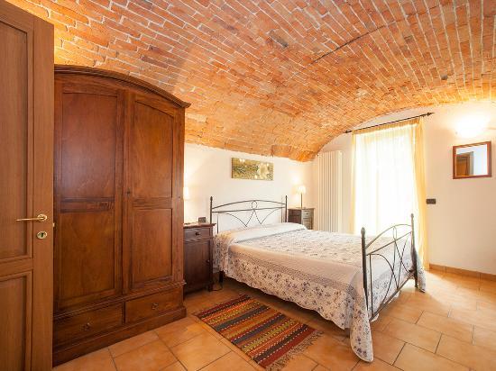 Farigliano, إيطاليا: Camera matrimoniale con volta in mattoni