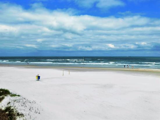 Beach At Daytona White Sand Blue Water