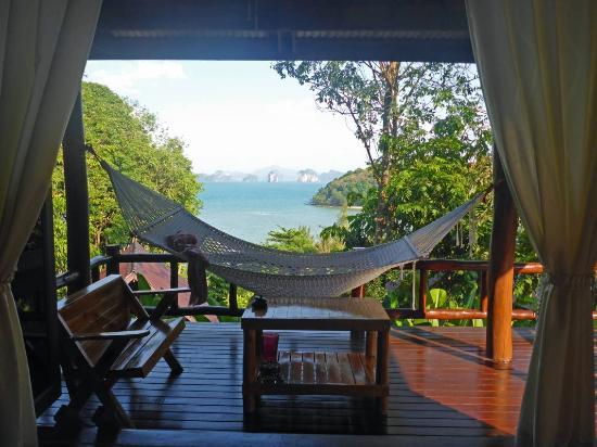 veranda mit h ngematte picture of hill house ko yao noi tripadvisor. Black Bedroom Furniture Sets. Home Design Ideas