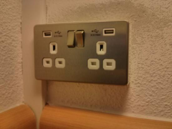 Hotel ibis budget London Whitechapel - Brick Lane: Enchufes ingleses y USB