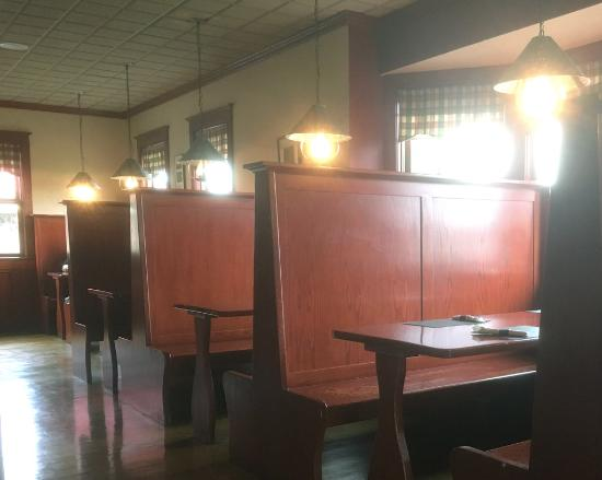 McArdle's Restaurant : McArdle's wooden booths