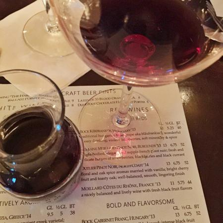 Cafe Bleu: Nice wine list