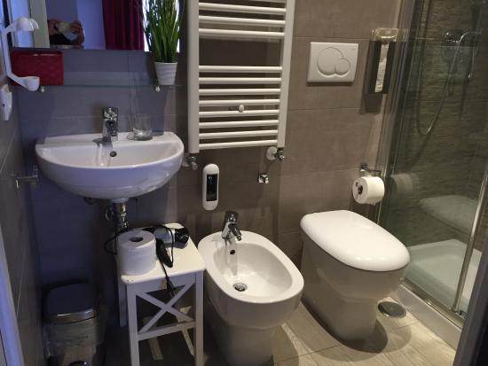 Le Terrazze di San Giovanni: bagno piccolo ma pulito