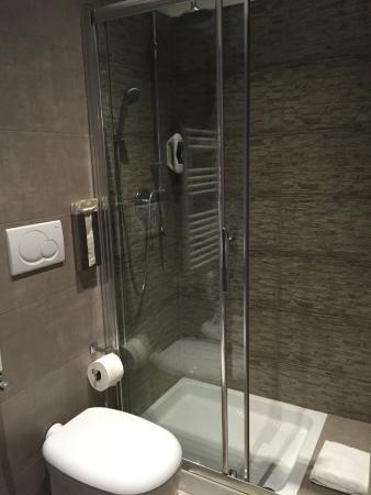 Le Terrazze di San Giovanni: doccia spaziosa