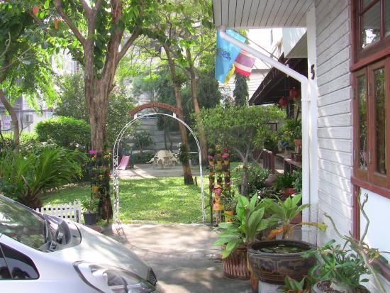JL Bangkok: Blick auf den Garten -