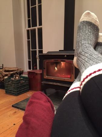 Manilla, Canada: Relaxing in front of the fire