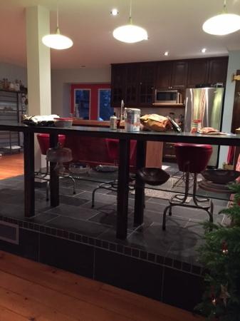 Manilla, Canada: Open concept kitchen (view from the dining/sitting area)