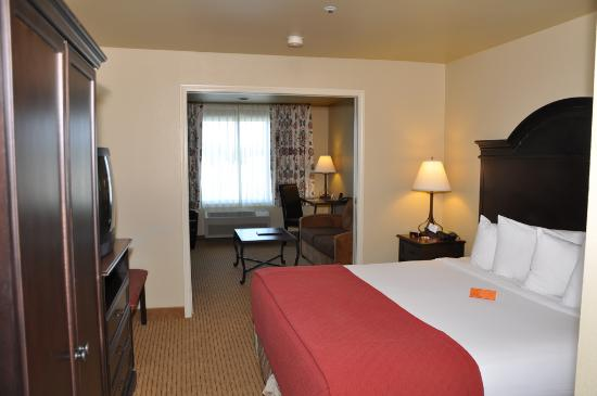 Oxford Suites Redding: Suite