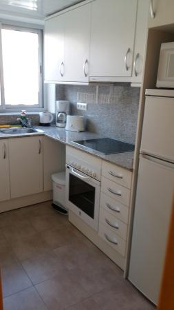 Charmsuites Nou Rambla Apartments: cocina