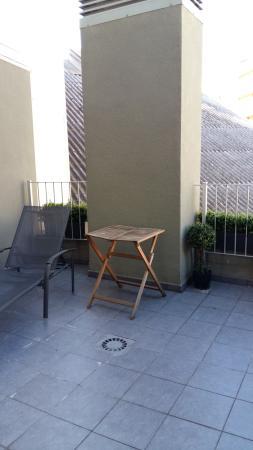 Charmsuites Nou Rambla Apartments: Terraza con salida desde el comedor