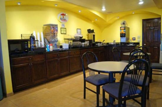 Super 8 Colby: Breakfast Area