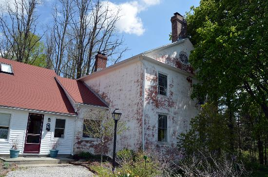 Conroy's B&B: 1828 Farmhouse