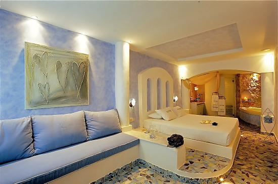Senior suite | Astarte Suites Hotel in Santorini