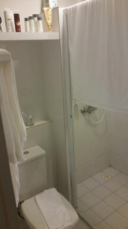 The Cottage Suvarnabhumi: WC und Dusche.