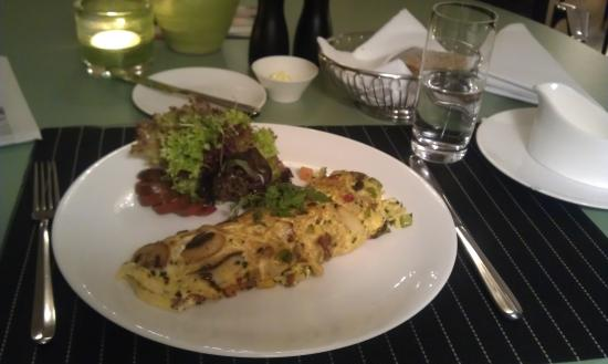 Hotel Eden Im Park: Vegetarian mushroom omelet, very tasty and an excellent deal for the price