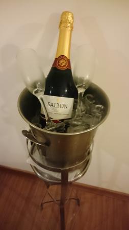 Matiz Jaguariuna: Ganhamos este mimo do hotel pelas nossas bodas de peróla.